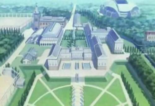 """L'Académie Asfhord : un territoire-refuge enclos et ordonné, au coeur de """"la colonie"""". Source : Image extraite du 1er épisode de Code Geass."""